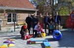 Kiwanis TH sponsort kleurrijk spelmateriaal aan 't Prieeltje